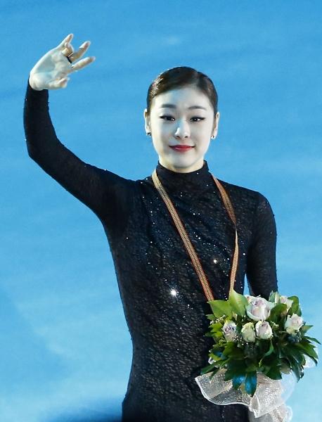 팬들에게 인사하는 우승자 김연아!