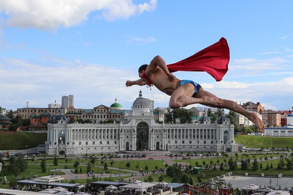 ▲ 6일(한국시간) 러시아 카잔의 카잔 아레나에서 열린 2015 세계수영선수권대회 남자 27m 하이 다이빙 결승전에서 체코의 마이클 나브라틸이 멋진 자세로 다이빙하고 있다.  /AP=연합뉴스