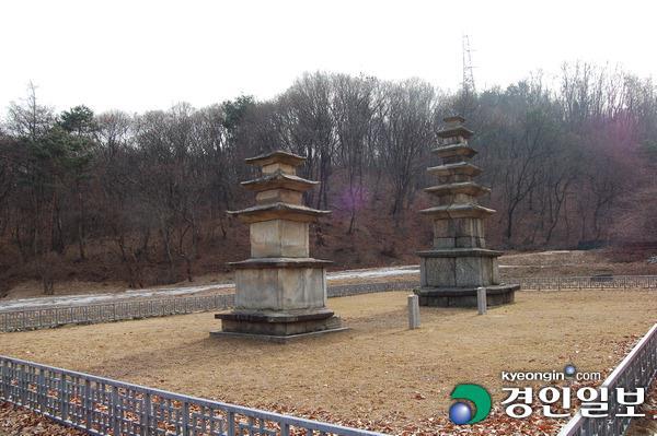 ▲ 각각 보물 제 12호와 13호로 지정된 하남 동사지 오층석탑과 삼층석탑.