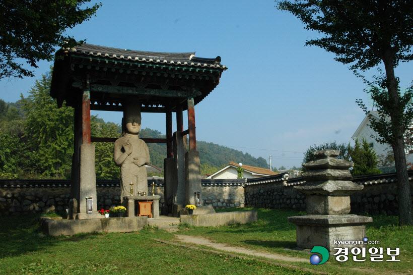 안성 죽주산성 석불입상과 삼층석탑