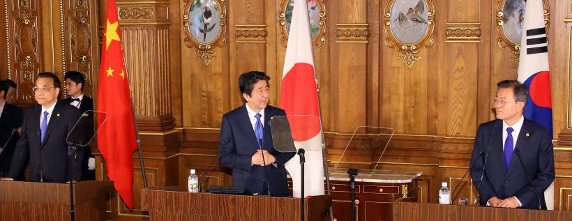 공동언론 발표에서 발언하는 아베 신조 일본 총리<YONHAP NO-6081>