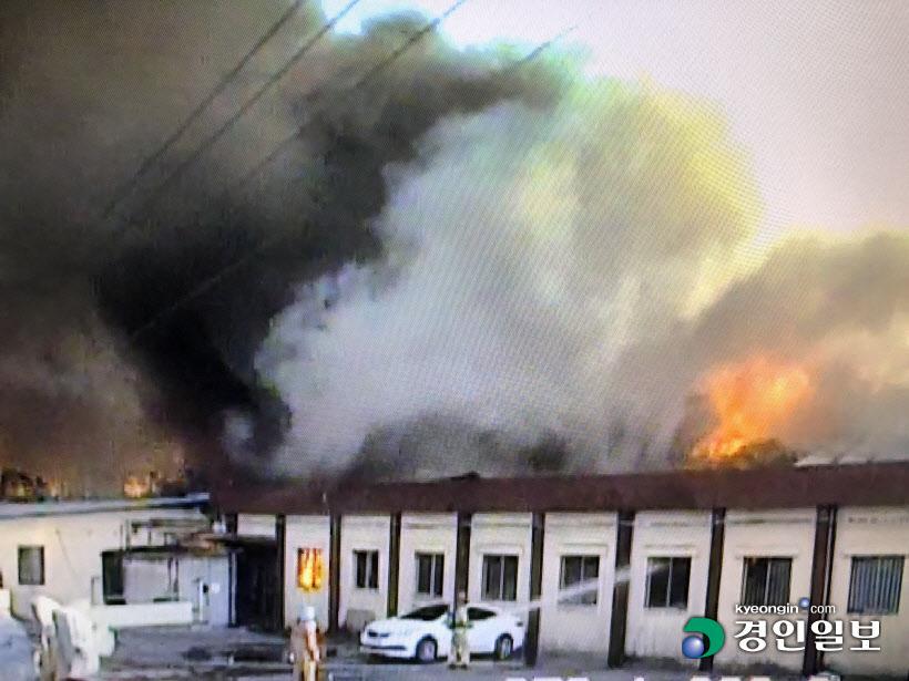 [경인포토]파주 삼륭물산 물류창고 화재 현장
