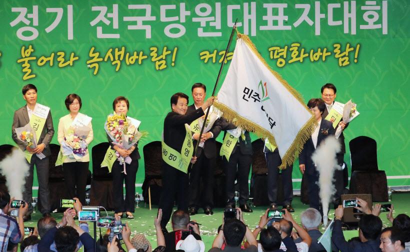 당기 든 민주평화당 정동영 새 대표