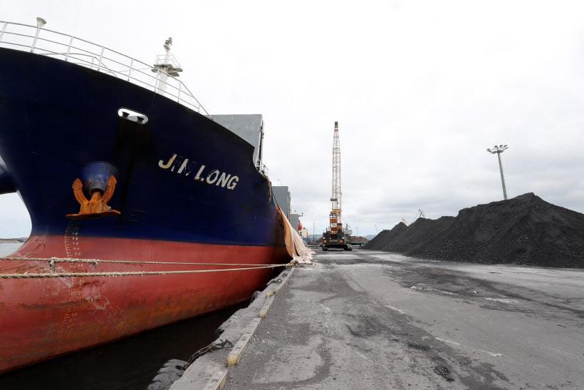 석탄 하역 작업…북한산 의혹