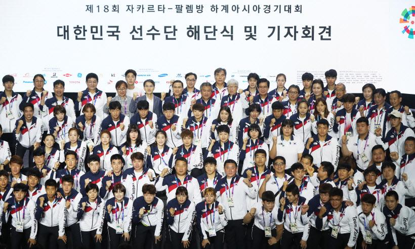 기념촬영 하는 아시안게임 대한민국 선수단