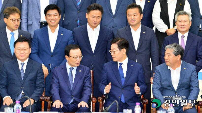 [경인포토]더불어민주당-경기도 예산정책협의회 기념촬영