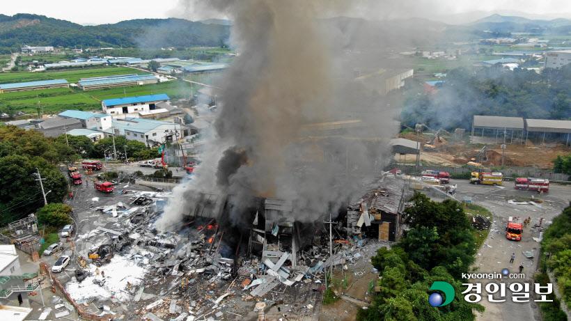 [경인포토]안성 제지공장 화재, 치솟는 검은 연기