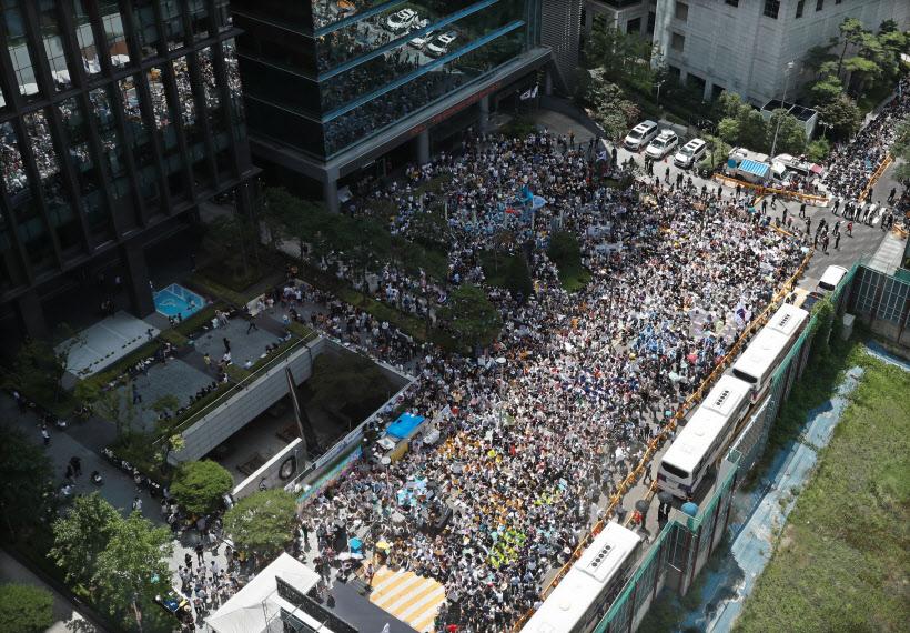 일본대사관 앞 가득 메운 수요집회 인파