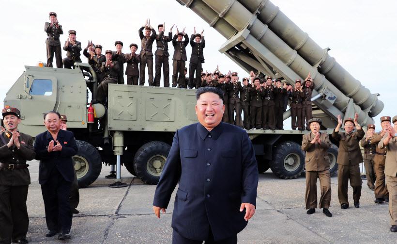 북한, '신형 초대형 방사포' 발사<YONHAP NO-0726>