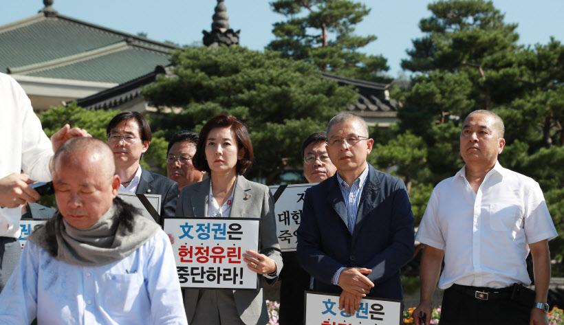 [포토]삭발하는 이주영 국회부의장