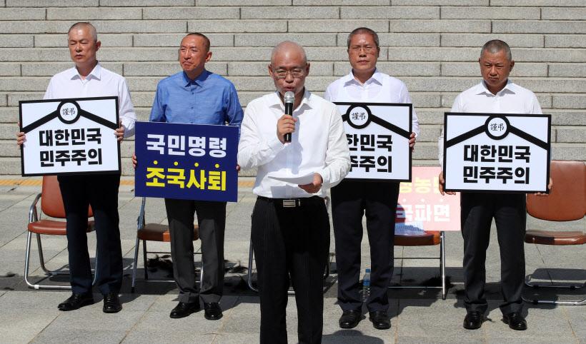 [포토]삭발 릴레이 이어가는 한국당