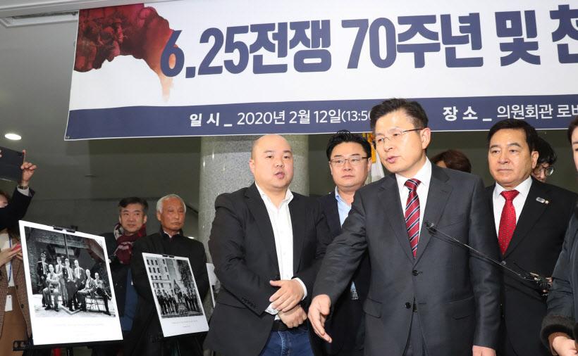 [포토]6.25 70주년 국군문화사진전 찾은 자유한국당