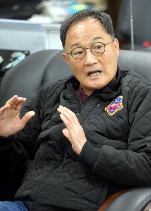 수원FC 김호곤 단장 인터뷰15