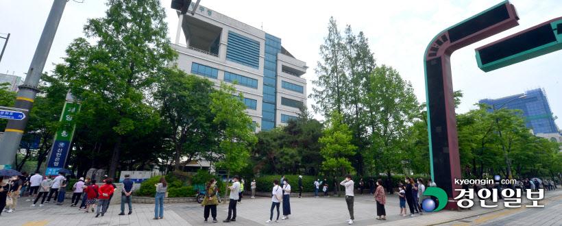 '여전한 코로나' 계양보건소 검사 대기자들