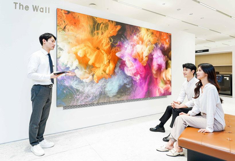 삼성전자, 갤러리아 백화점에 '더 월' 체험존 열고 판매 본격화