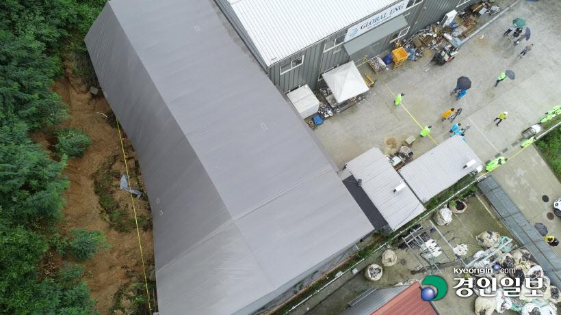 [경인포토] 토사가 덮친 평택시 청북읍 공장