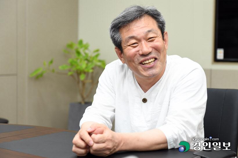 [인터뷰… 공감]`회사수익 기부 올인 핸들링` 장경훈 마중물대리 대표