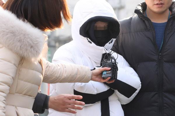 '버닝썬 마약판매 의혹' 중국인 여성, 피의자 신분으로 경찰 출석