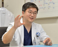 [인터뷰… 공감]`경인지역 첫 폐 이식 성공` 함석진 아주대병원 교수