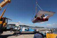 [경인포토]``태풍 솔릭에 부서질라``…육지로 옮겨지는 어선들