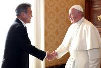 문대통령-프란치스코 교황 첫 만남 ``만나 뵙게 돼서 반갑습니다``