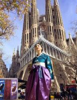 신은미, 한복 입고 가우디 성당 앞에서 우아한 자태 과시