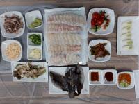 [맛집을 찾아서]인천 화수부두회센터 `대인8호`