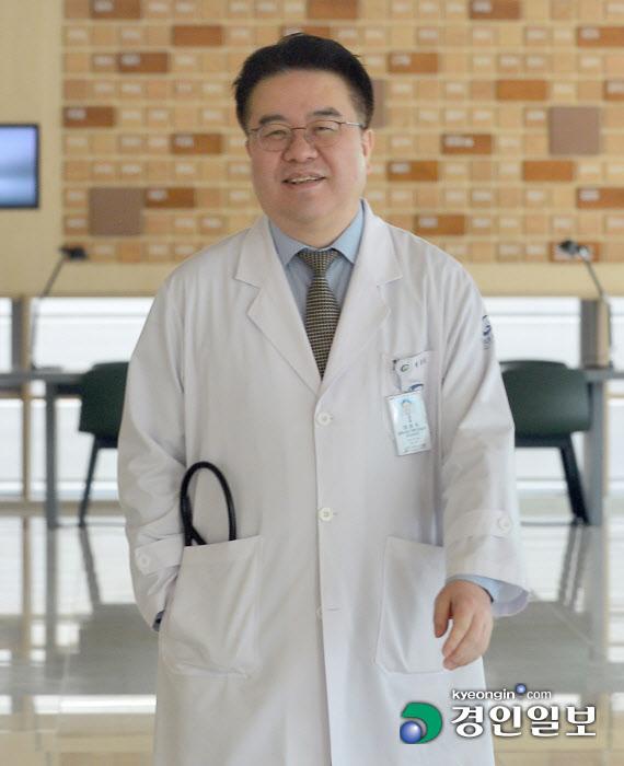 [인터뷰… 공감]`코로나19 중앙사고수습본부 자문특보단` 엄중식 가천대 길병원 교수