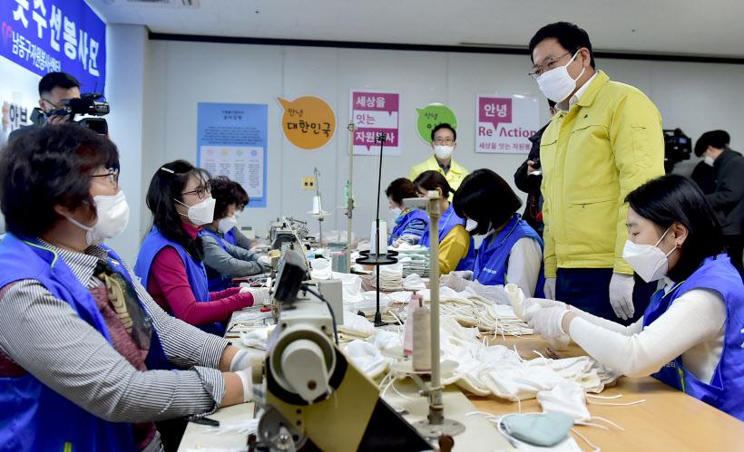 인천시 `면 마스크 착용` 캠페인… 일회용 부족 대응