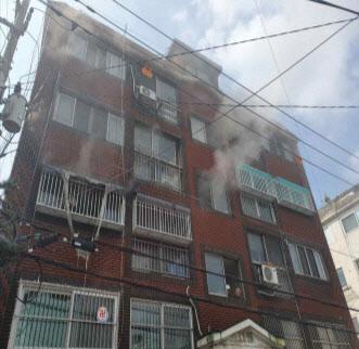인천 용현동 빌라 불… 초등생 형제 2명 다쳐