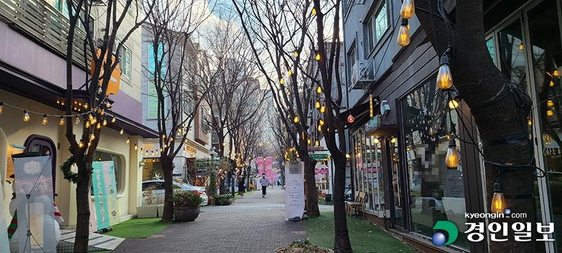 [현장르포]거리두기 2.5단계 속 경기도 내 유명 카페거리 `한산`